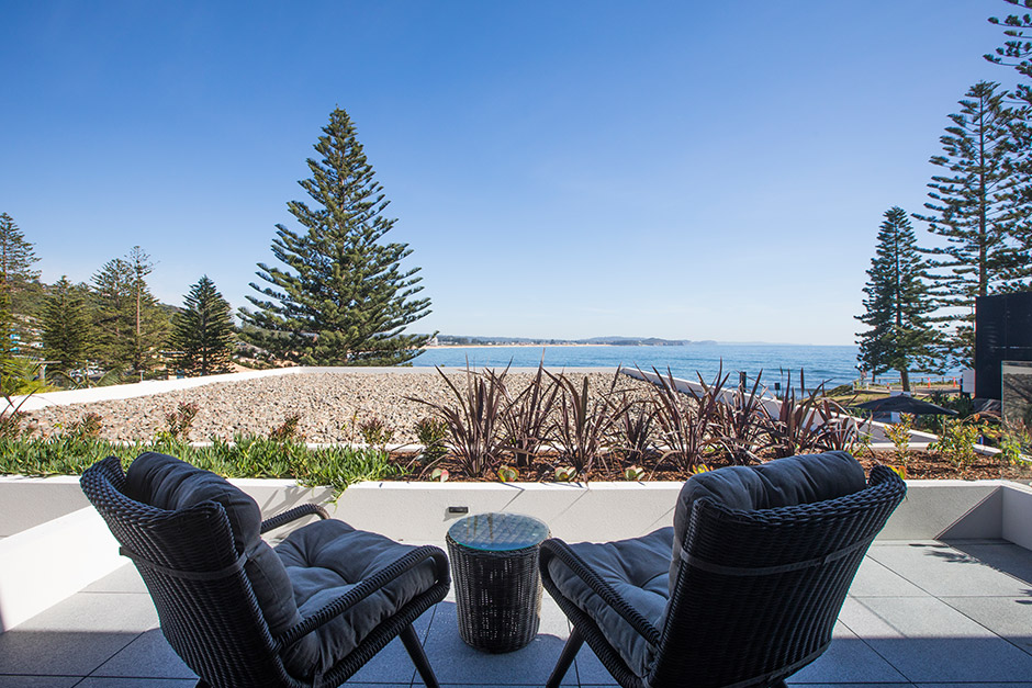 sargood-balcony-overlooking-collaroy-beach