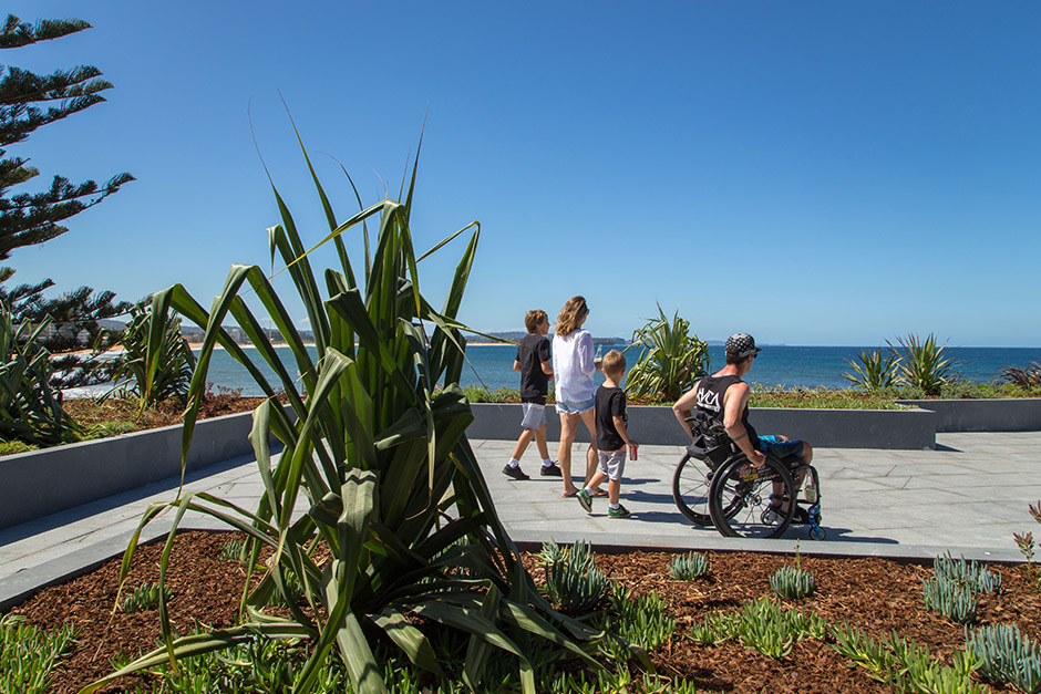 sargood-family-guests-explore-accessible-Collaroy