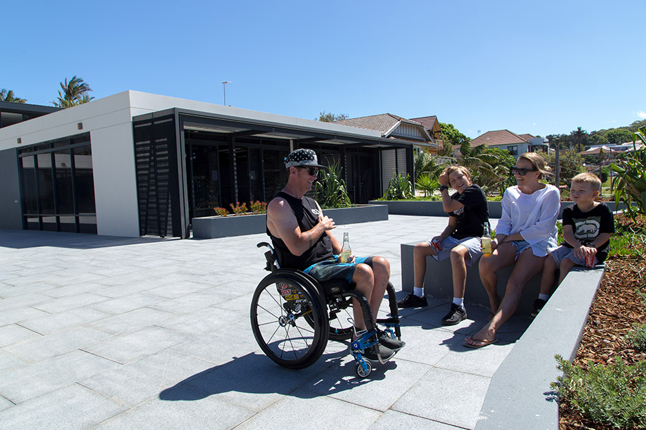 Sargood on Collaroy guest family in courtyard
