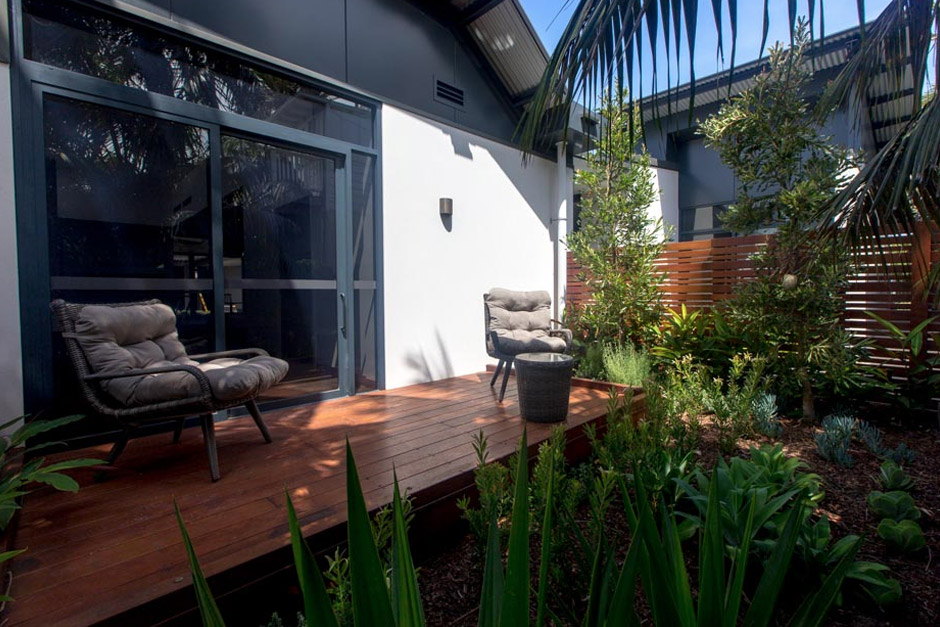 Sargood on Collaroy Deluxe Studio Room courtyard