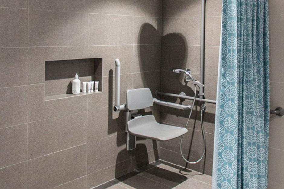 Sargood on Collaroy Deluxe Studio Room shower
